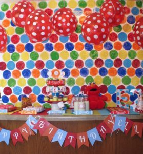 DIY Elmo Party: Polka-dot Backdrop