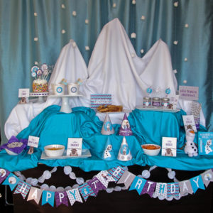 FROZEN Winter Wonderland Party | This week we will be sharing all of the details to our Winter Wonderland Frozen Party! We set-up this Frozen party to look like a snow mountain perfect for Elsa's ice castle...