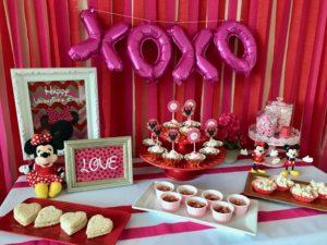 Minnie Mouse Valentine's Day Party Ideas via 11cupcakes #MinnieMouse #MinnieValentine #Valentinesparty