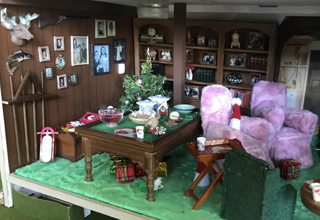 Dollhouse miniature family room at Christmas